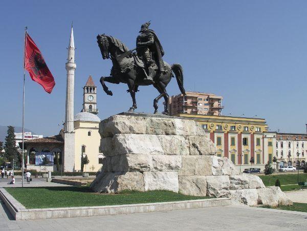 Tirana - hlavní náměstí
